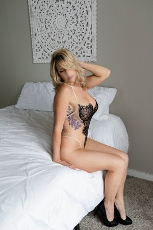 Douae escorts in Pelham Alabama