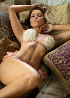 Esmaa adult dating in St. Michael